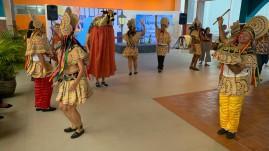 Espetáculo folclórico no encerramento do Encontro de Educadores Montessorianos, em São Luís.